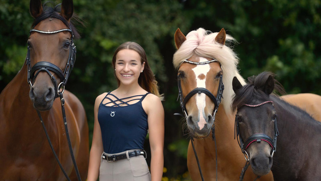 Marina mit ihren Ponys Paola, Inka und Smarty