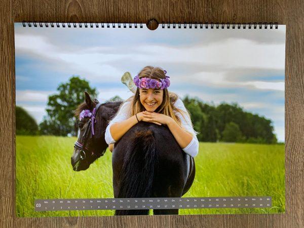 Smarty im Wandkalender 2021 von Marina und die Ponys