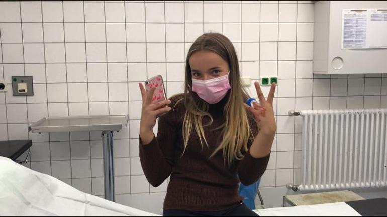 Marina hat sich den Finger abgeschnitten und ist im Krankenhaus