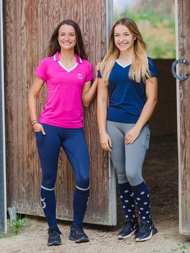 Marina und Julia tragen die neuen nachhaltigen Poloshirts von Royal Horsemen